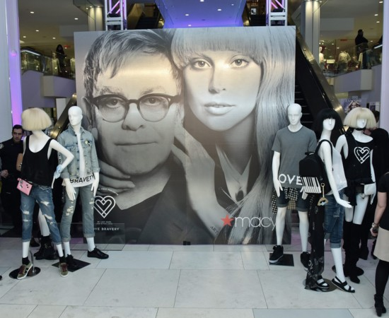 Mode-solidaire-La-collection-contre-le-Sida-de-Lady-Gaga-et-Elton-John.jpg
