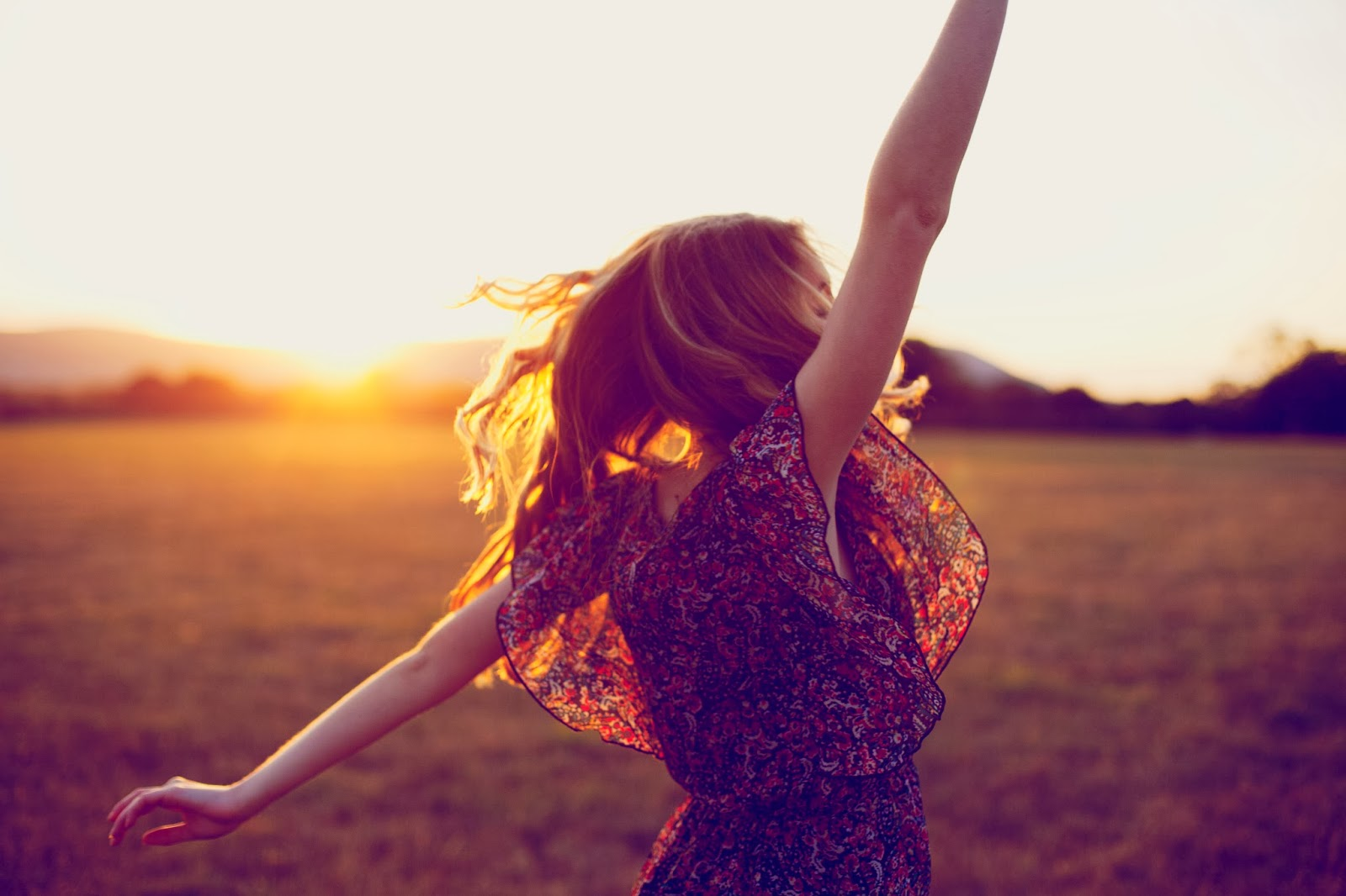 http://obviousmag.org/antonia_no_diva/2016/03/03/20150501-dancing-woman-sunset-sunshine-happiness-prezent-moment-now.jpg