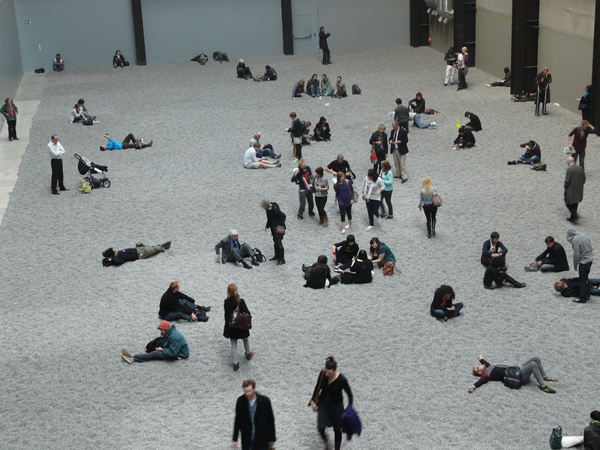 'Sunflower_Seeds'_by_Ai_Weiwei,_Tate_Modern_Turbine_Hall_20111011_bo_08.jpg