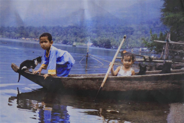 02_children_in_a_boat_original_photo_02.jpg