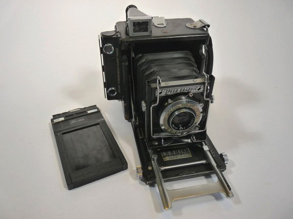 05_Graflex_Speed_Graphic_imagem_Wikimedia_Commons_05.jpg