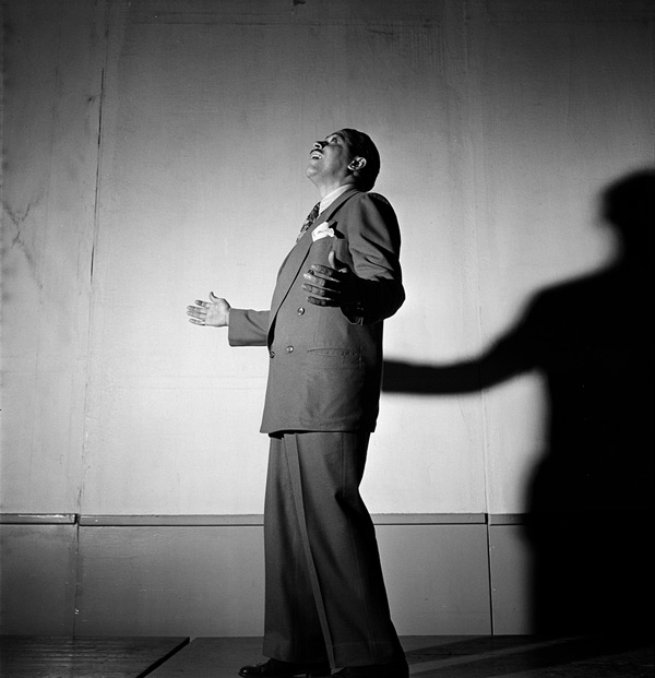 06_Portrait_of_Cab_Calloway_Columbia_studio_New_York_1947_06.jpg