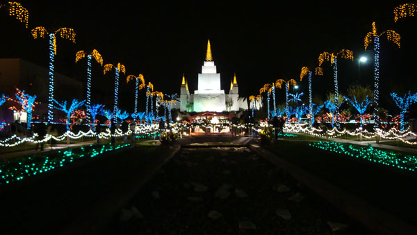 04_Oakland_Mormon_Temple_at_Christmas_04.jpg