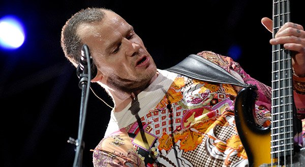 02_Flea_of_Red_Hot_Chili_Peppers_at_the_Oxygen_Festival_in_2006_Leon_Wilson_02.jpg