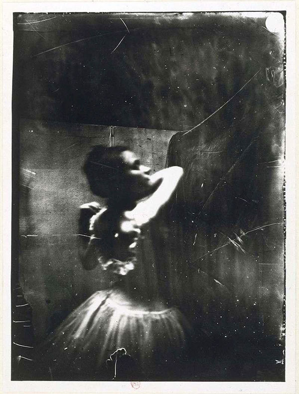 09_Edgar_Degas_Dancer_adjusting_her_shoulder_strap_c_1900.jpg