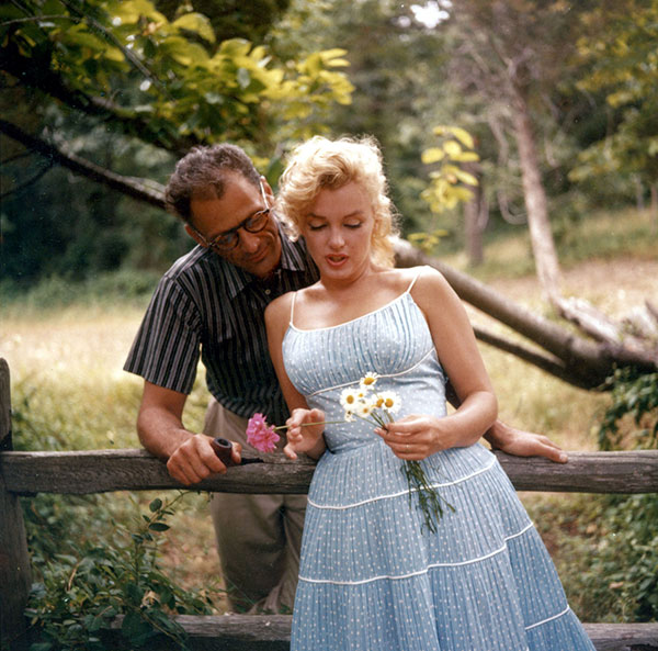 01_Marilyn_Arthur_by_sam_shaw_roxbury_1957_00.jpg