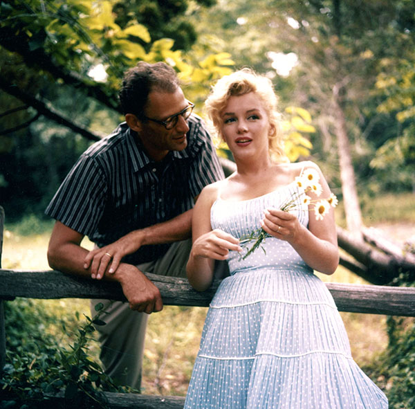 02_Marilyn_Arthur_by_sam_shaw_roxbury_1957_00.jpg