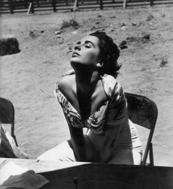 02_Elizabeth_Taylor_catches_the_sun_1955.jpg