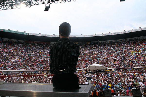 03_Nick_conferencia_stadium_Colombia.jpg