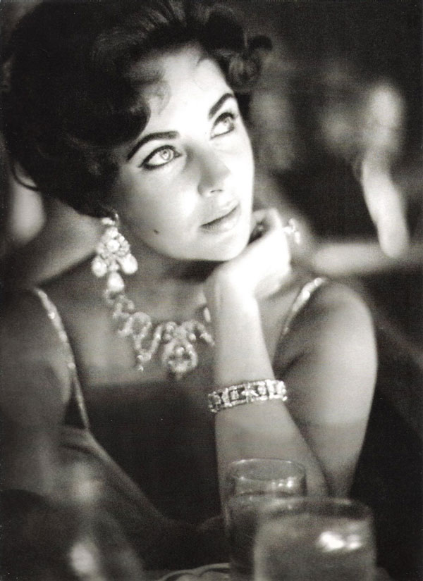 07_Elizabeth_Taylor_wearing_a_creation_of_Balmain_and_Cartier_jewels_to_an_Fashion_Editorial.jpg