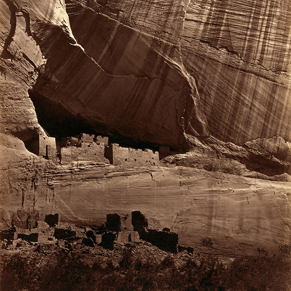 04_Timothy-O-Sullivan,-Antigas-ruinas-Anasazi-no-Canyon-de-Chelly,-Arizona,-EUA,-1873.jpg