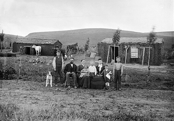 09_Solomon-D-Butcher,-a-fam°lia-de--W-Parish-,-Custer-County,-Nebraska,-EUA,-1887.jpg