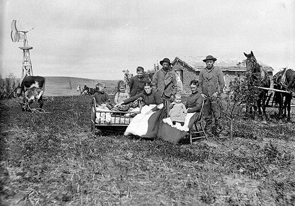 12_Solomon-D-Butcher,-a-fam°lia-de-James-Porter-,-Custer-County,-Nebraska,-EUA,-1887.jpg