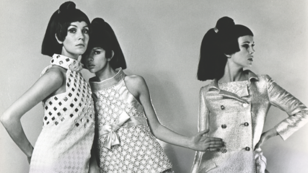 41789-1960s-models-wearing-courreges-outfits-photographed-by-ron-falloon.png