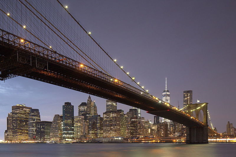 Brooklyn_Bridge,_Downtown_Manhattan,_and_Freedom_Tower,_blue_hour_(20007101110).jpg