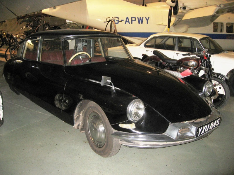 800px_1973_377_Citroen_DS19_automatically_guided_motor_car.jpg