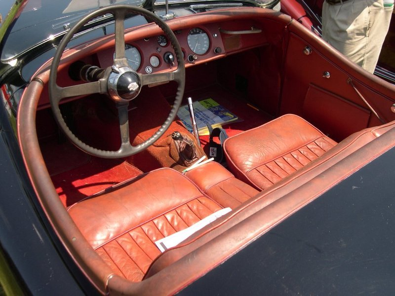 Jaguar_XK120_interior.jpg
