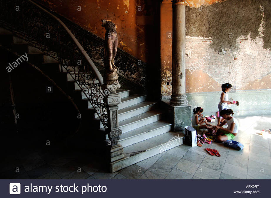 cuba-centro-havana-the-stairs-of-the-restaurant-paladar-la-guarida-AFX0RT.jpg
