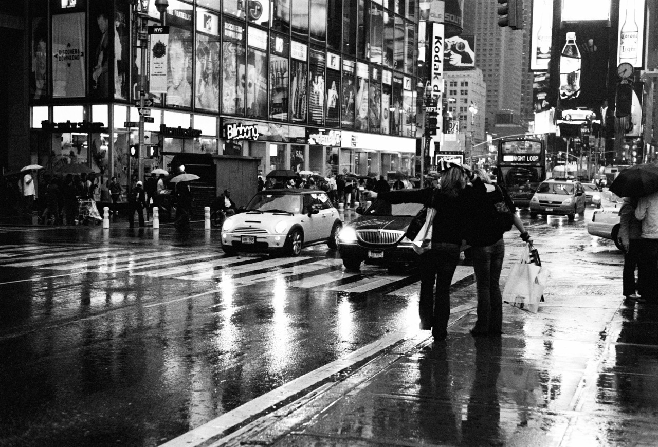 times-square-2007-new-york-city-leica-m7-summilux-m-35-pre-bfmiLH-quote.jpg