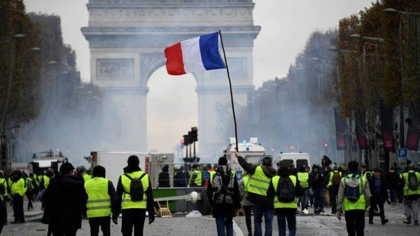 xFRANCE-SOCIAL-POLITICS-ENVIRONMENT-OIL-DEMO.jpg.pagespeed.ic.BL9wtMVjdB.jpg