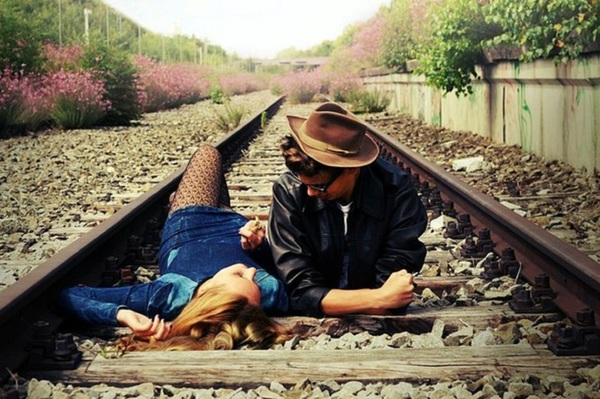 Favim.com-couple-cute-love-railway-tracks-422013.jpg