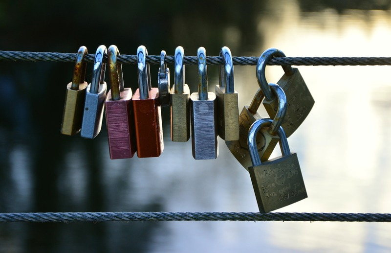love-locks-2901687_1920.jpg
