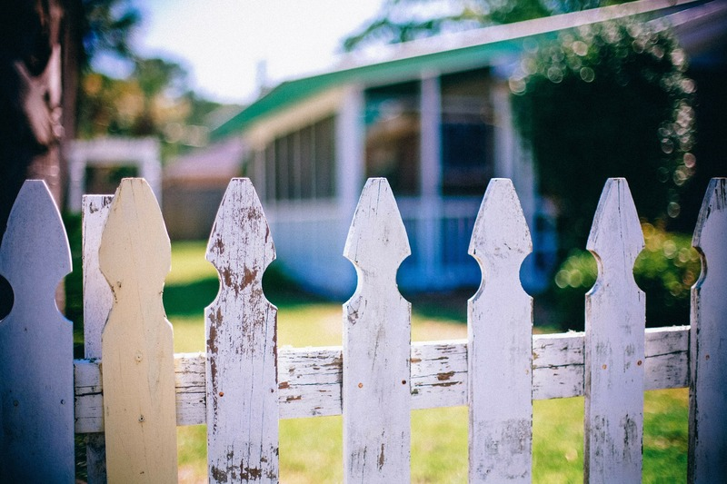 picket-fences-349713_1920.jpg
