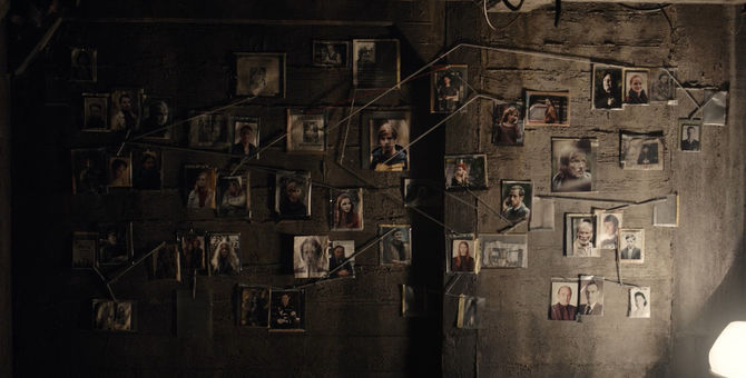Dark_1x01_-_String_wall_full.jpg