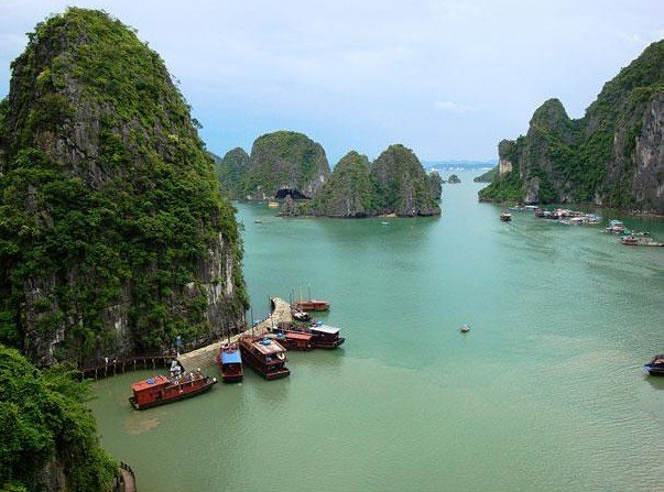 Ha Long Bay, Vietnam1.jpg