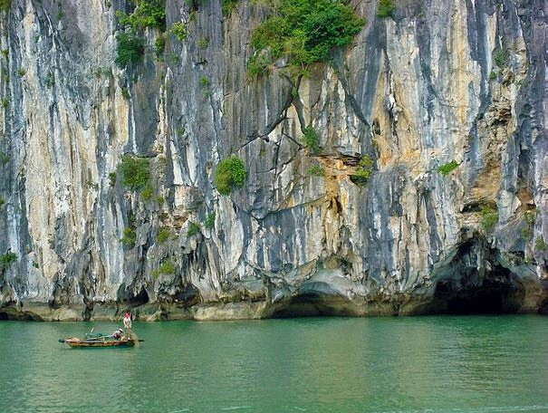 Ha Long Bay, Vietnam2.jpg