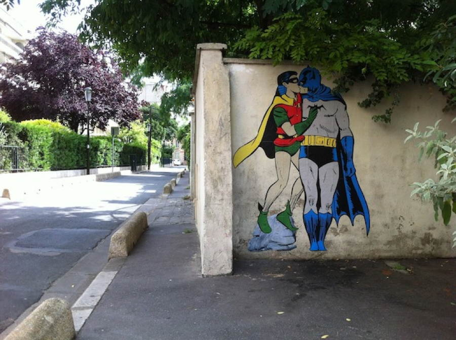 street-art-2013-kissing-heroes.jpg