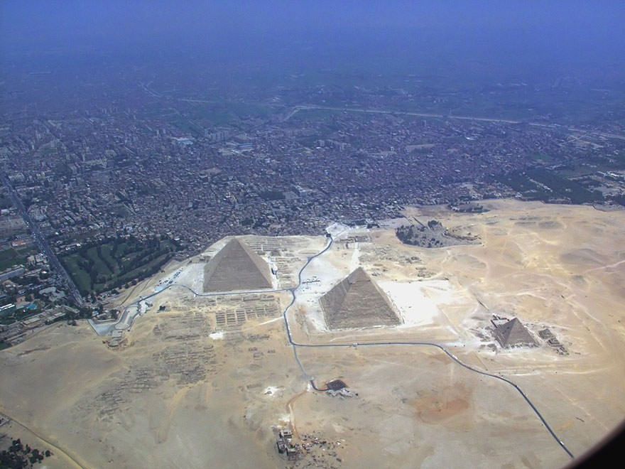 The Pyramids of Giza2.jpg