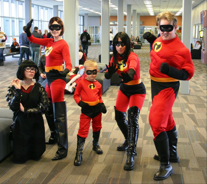 the_incredibles____and_edna_3_by_eatsleepbroadway-d39hmnt.jpg