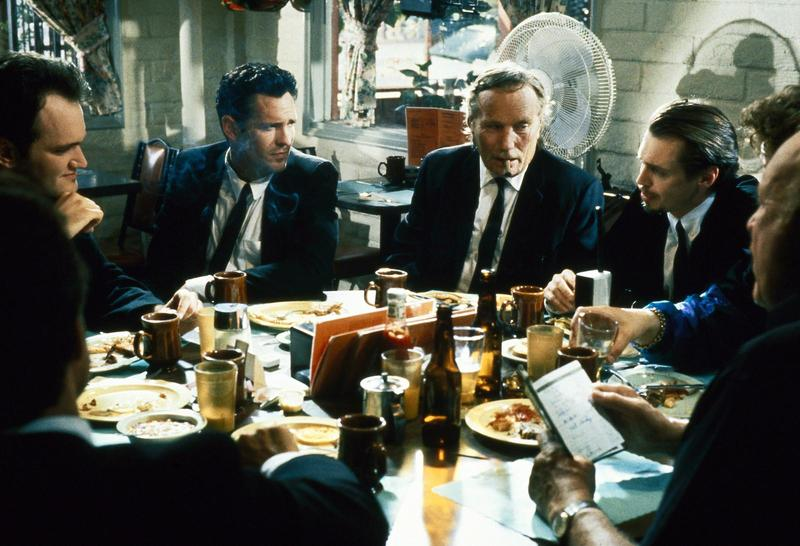 steve-buscemi,-quentin-tarantino,-michael-madsen,-edward-bunker,-and-lawrence-tierney-in-de-hänsynslösa-(1992).jpg