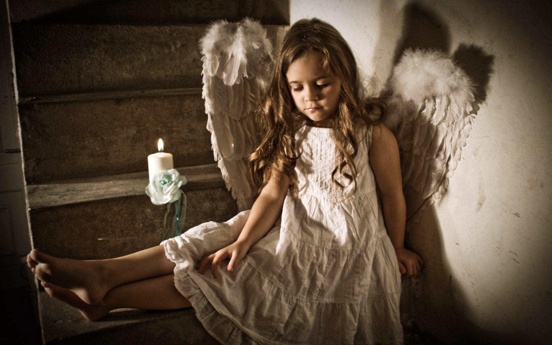 http://obviousmag.org/um_doce_de_pimenta/2015/06/13/Child-Girl-Wings-Candle.jpg