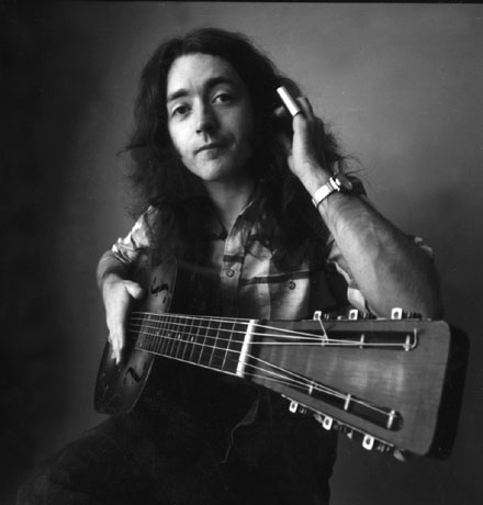 rory-gallagher violão.jpg